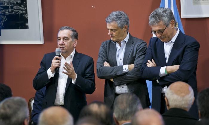 El titular del MINCYT, Lino Barañao, junto al ministro Francisco Cabrera y al CEO del Grupo INSUD, Hugo Sigman.